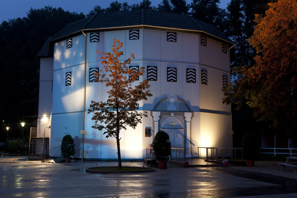 Globe Neuss by night photo Maurice Kaufmann